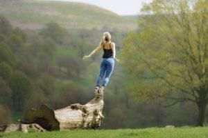 femme équilibrée sereine